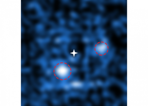 Imagem rara! Dois exoplanetas recém-nascidos são vistos ao redor de uma estrela distante.